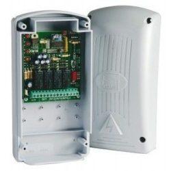Külső négycsatornás, multifunkciós, csatornánként kódolható mikroprocesszoros rádióvevő