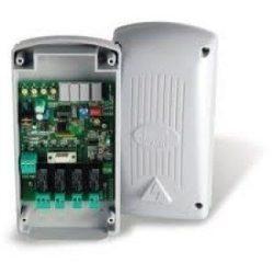Külső négycsatornás multifunkciós rádióvevő digitális kijelzővel