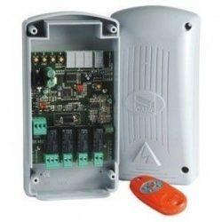 Külső négycsatornás, multifunkciós rádióvevő, digitális kijelzővel