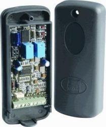 Külső kétcsatornás rádióvevő, műanyag házban, max. 25db adó kezelésére
